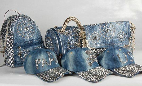 f7cf23959316 Особое место в отделке джинсовых сумок занимает пэчворк (лоскутное шитье из  джинсов). Бывают дни, когда хочется креатива. Вооружайтесь старыми джинсами  и ...
