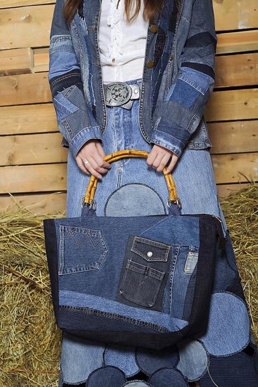 1895c9d5eb2a Выбирайте хлопковые шорты и однотонные футболке в комплекте с джинсовой  сумкой. Босоножки, слипоны или кеды станут великолепным дополнением образа.