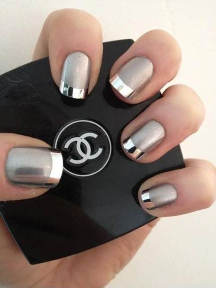 черные и серебряные хромированные ногти