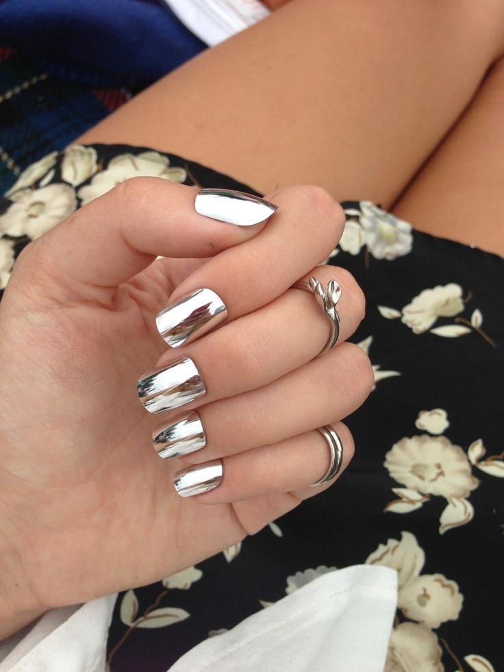 серебряный металлический дизайн ногтей