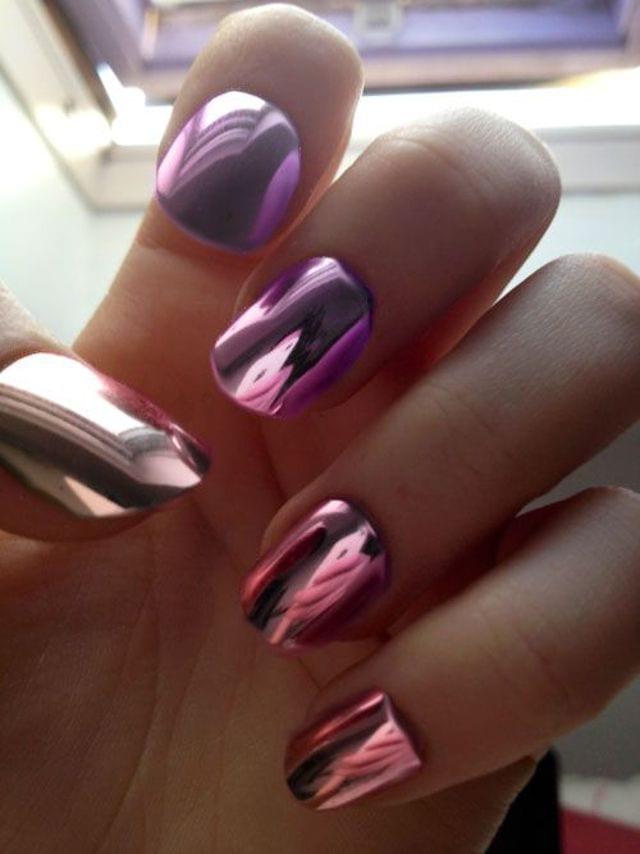 розовый металлический лак для ногтей