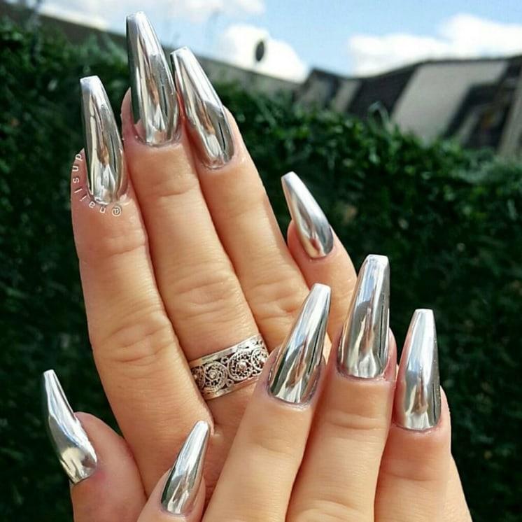классический металлический дизайн ногтей
