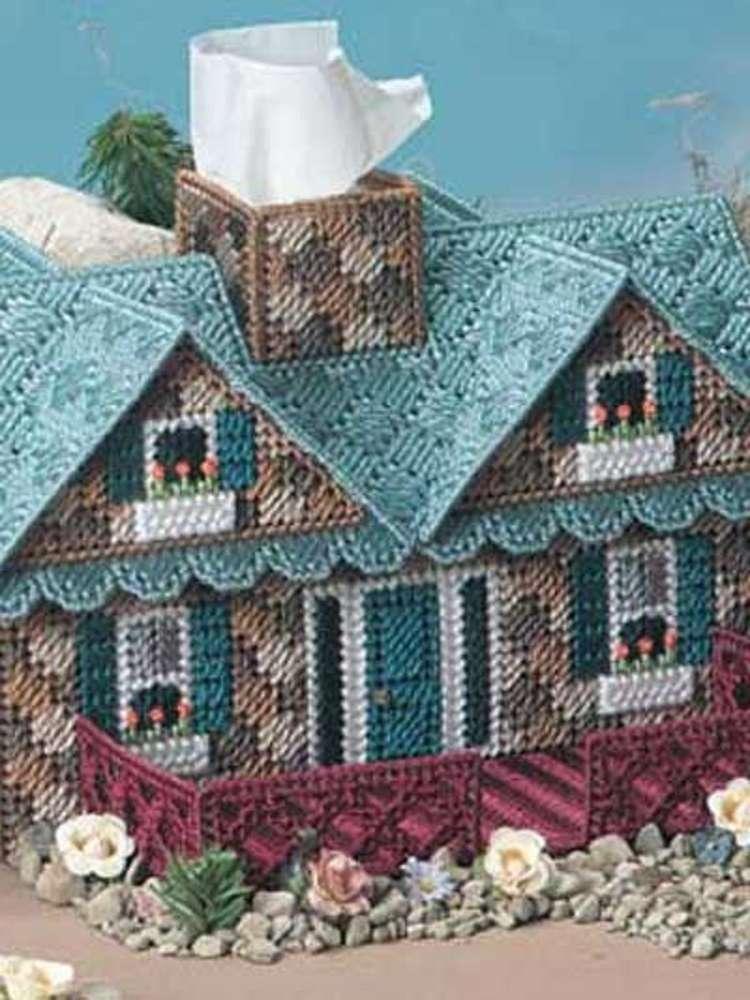 дом-салфетница вышитый на пластиковой канве