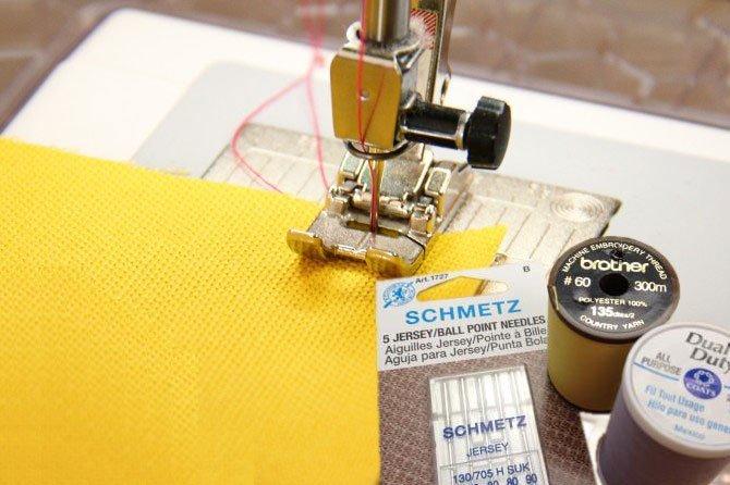 5b4856fb315d Во — первых, для пошива тканей из трикотажа используется специальная  трикотажная машинка, называется она плоскошовная машина — распошивалка или  машина ...
