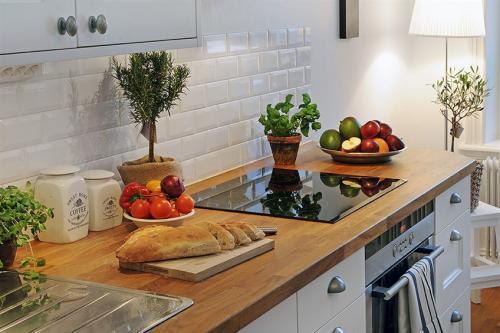 Всё о деревянной столешнице на кухне