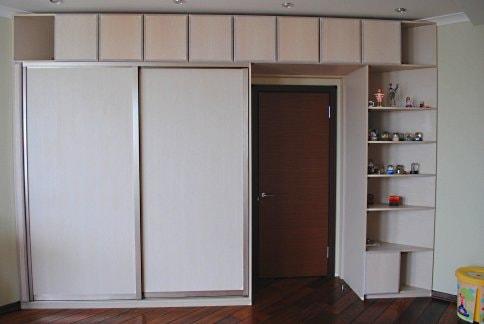 Шкаф вокруг двери. необычные и практичные идеи интерьера. - .