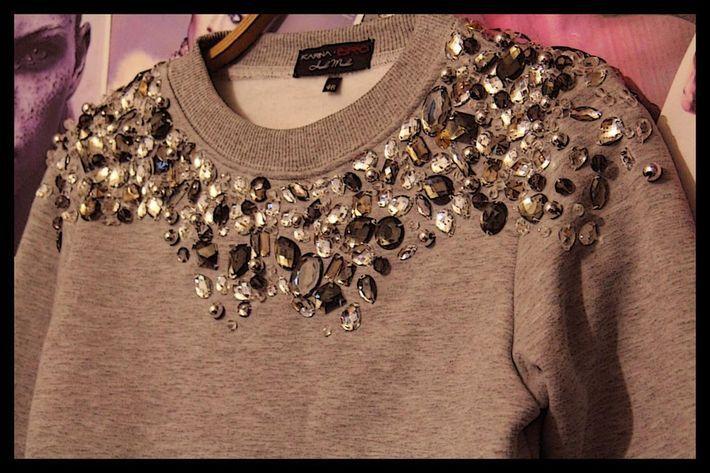 Как расшить платье камнями своими руками 23