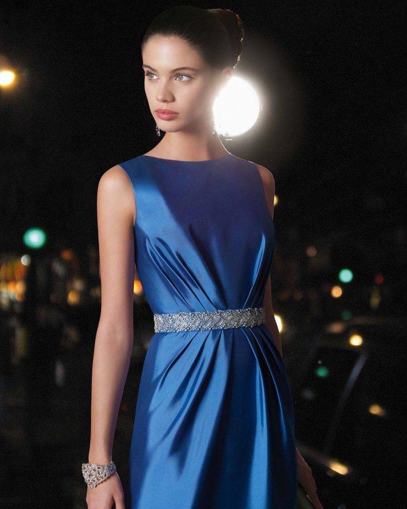 сара сампайо в синем платье