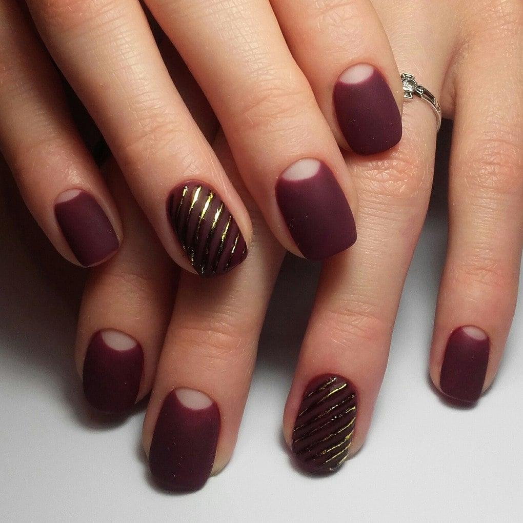 полумесяц на ногтях