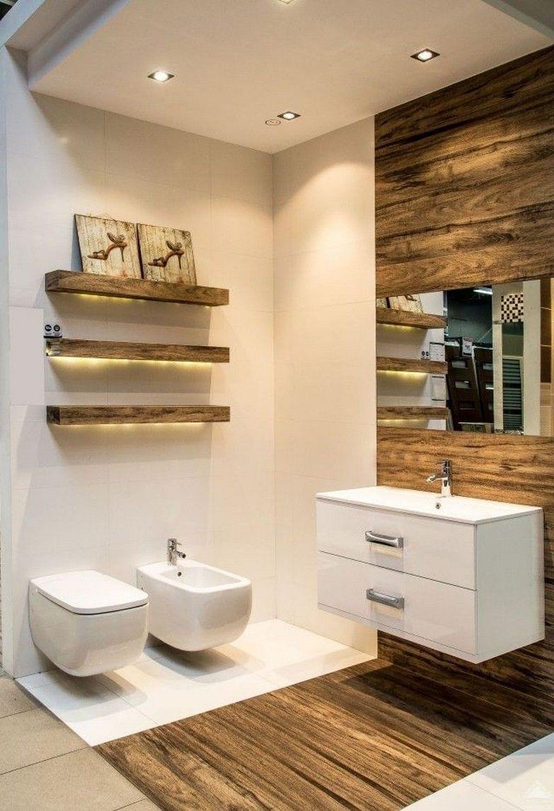 небольшая ванная комната с деревянной плиткой