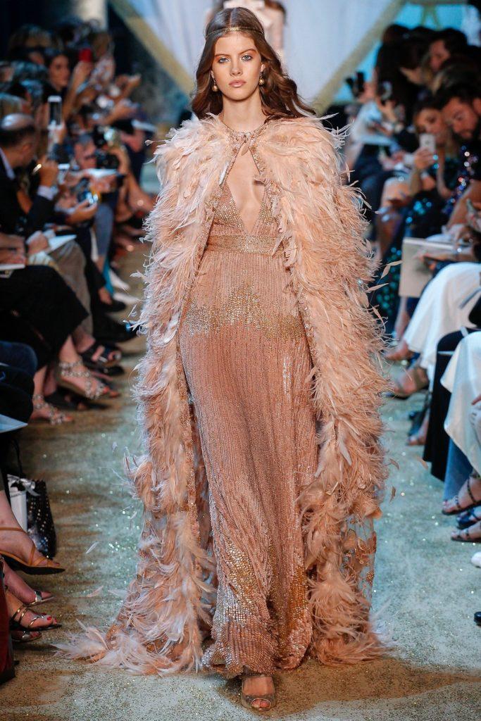 элегантное платье с перьями