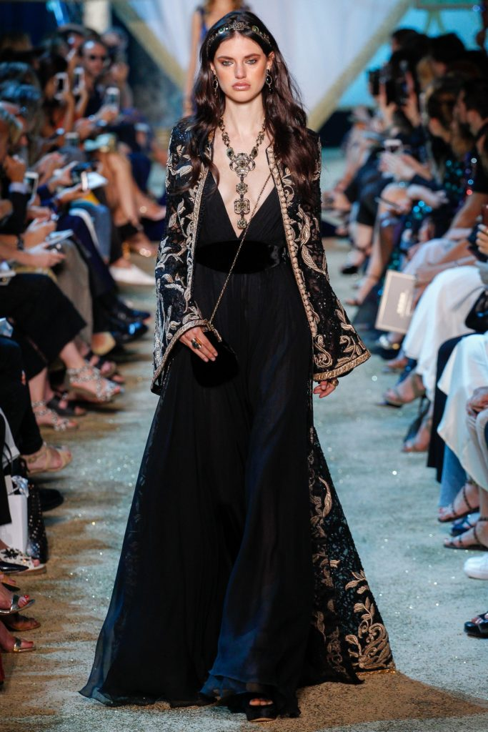 благородное черное платье