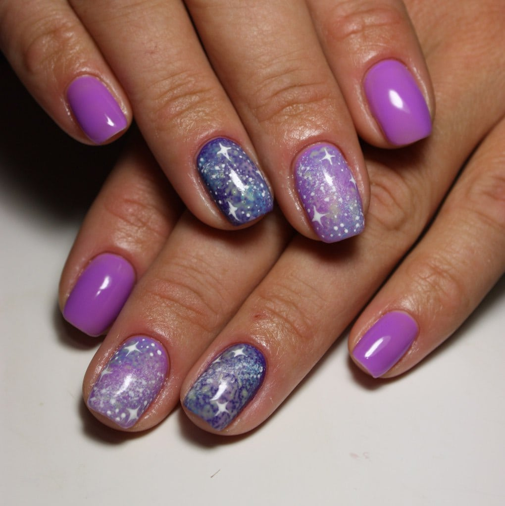 маникюр космос с фиолетовым