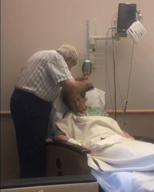 трогательное видео с пожилой парой