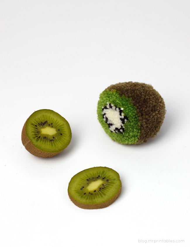фруктовые помпоны своими руками
