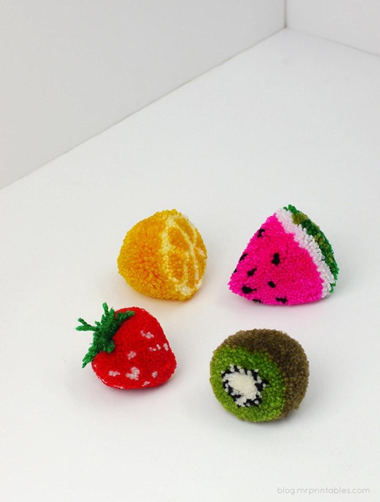 креативный набор фруктовых помпонов