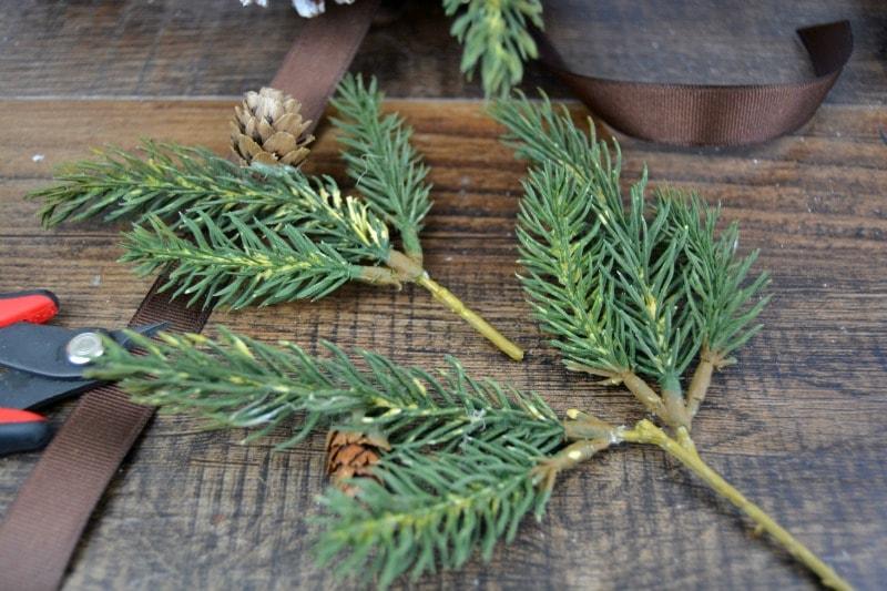 украшение из шишек на новый год своими руками