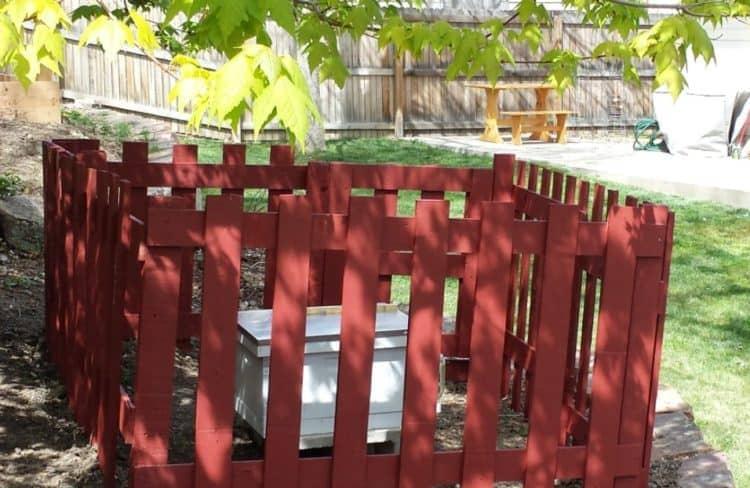 Бюджетный забор — реальность: оригинальные проекты с повторным использованием древесины