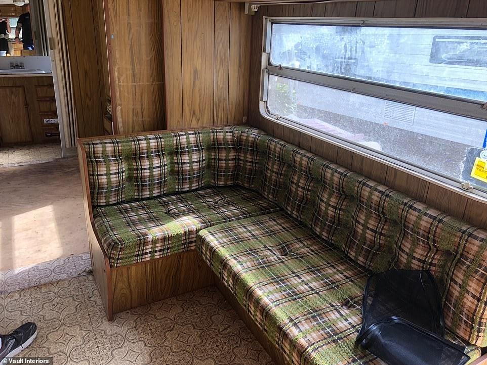 Превращение старого вагончика в современный дом с ретро-кухней и гостиной в стиле бохо
