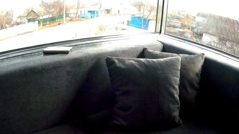 Проще не придумаешь: бюджетный и красивый диван своими руками