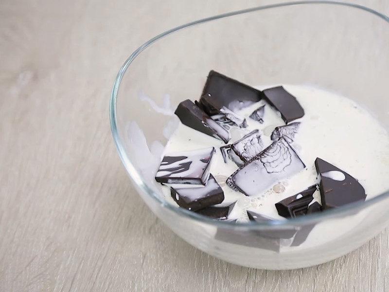 Изысканный шоколадный десерт из 2 ингредиентов — проще не бывает
