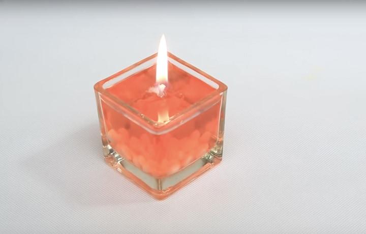 Добавьте уюта в дом: простая в исполнении водяная свеча за 3 минуты