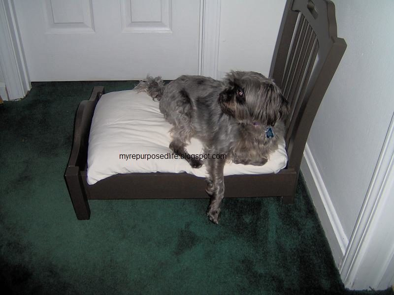 Лежанка для собаки из старого стула