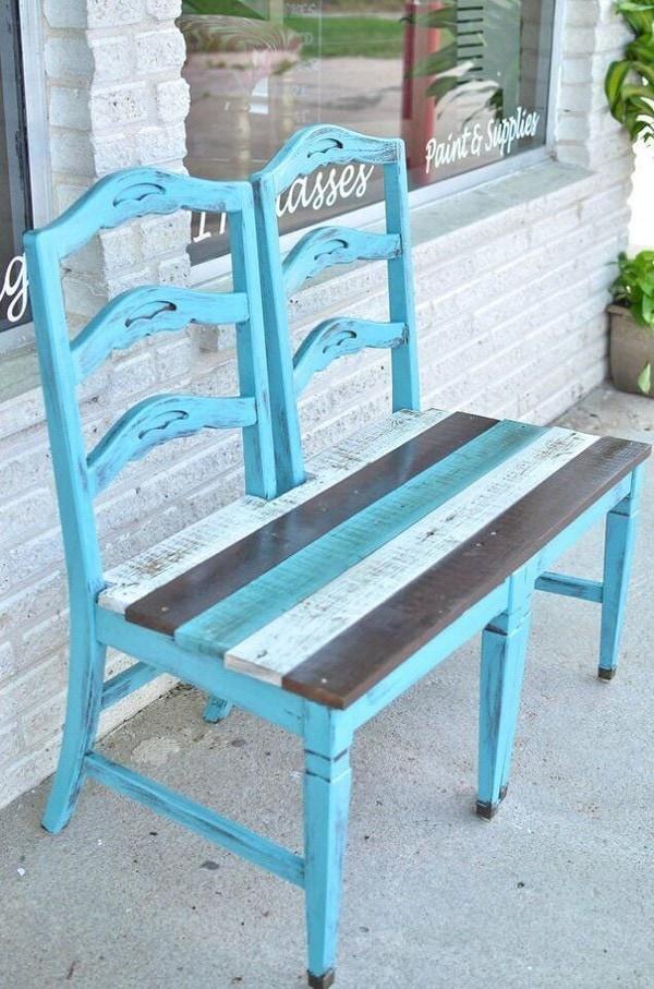 Скамейка из двух стульев