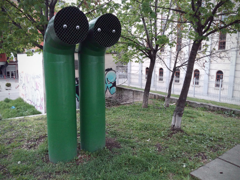 болгарский художник создает инсталляции с глазами