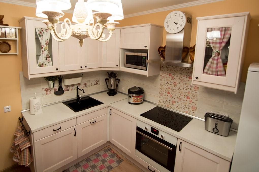 простая маленькая кухня в стиле прованс
