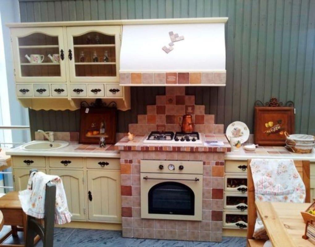 необычная кухня в деревенском стиле