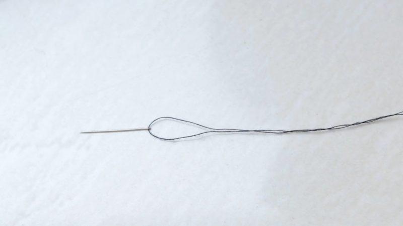 Отличный трюк: проденете нитку даже в иглу с маленьким ушком за пару секунд