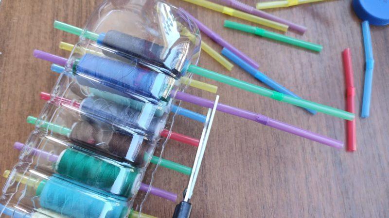 Гениальное хранение ниток с помощью пластиковой бутылки