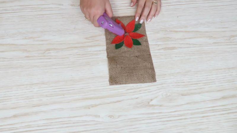 Как из мешковины сделать новогодний декор?