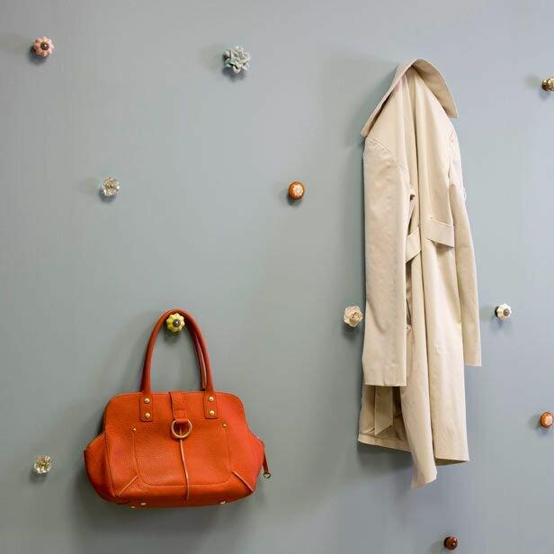 дверные ручки в качестве крючков для одежды