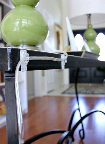 маскировка проводов при помощи крючков
