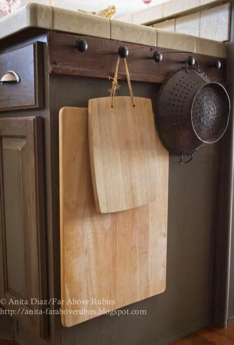 кухонная утварь на крючках