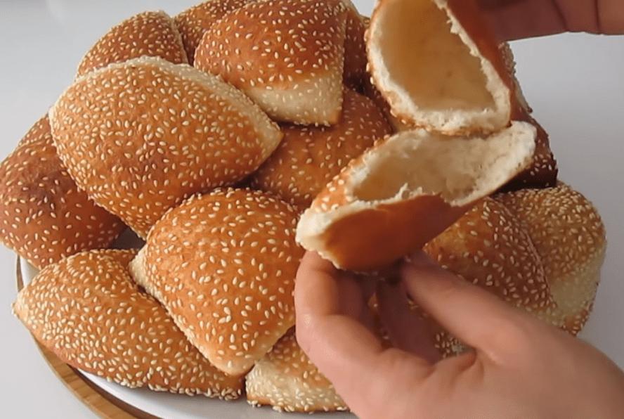 Кунжутные булочки с секретом: просто раскатай и получи результат