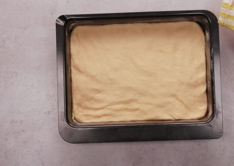 Тесто в пакете поднимается на глазах. Невероятно мягкий и пышный пирог