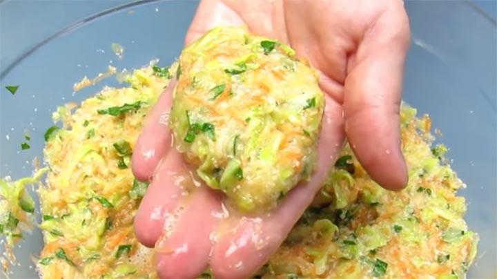 Удачный рецепт из кабачков. Овощные котлетки, молниеносно улетающие со стола